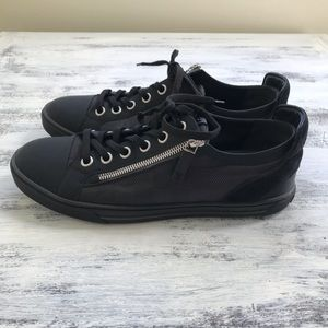 100% Authentic NWOT Louis Vuitton Mens Sneakers